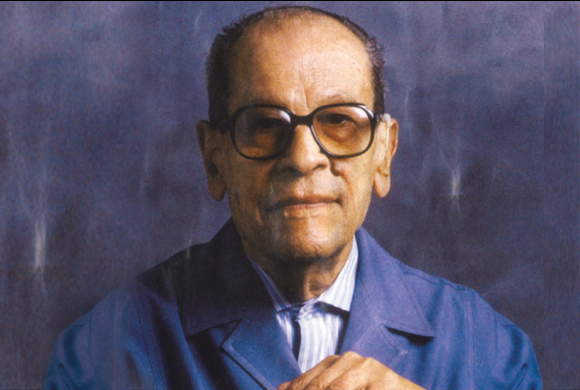 "ìhalf a dayî by naguib mahfouz essay "" half a day"" by naguib mahfouz is an allegorical short story that reflects the journey of life and the speed in which it begins and ends ""half a day""."