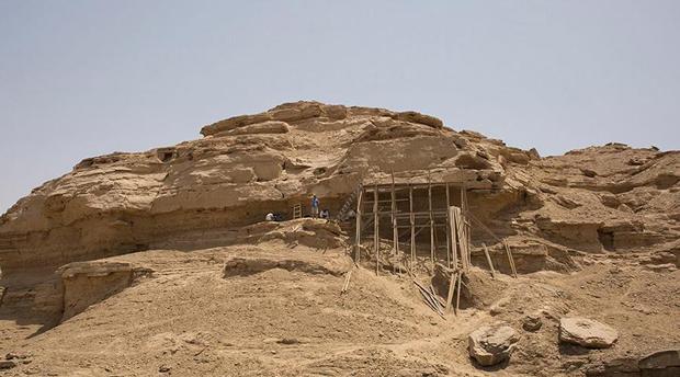 Earliest rock hieroglyphs discovered