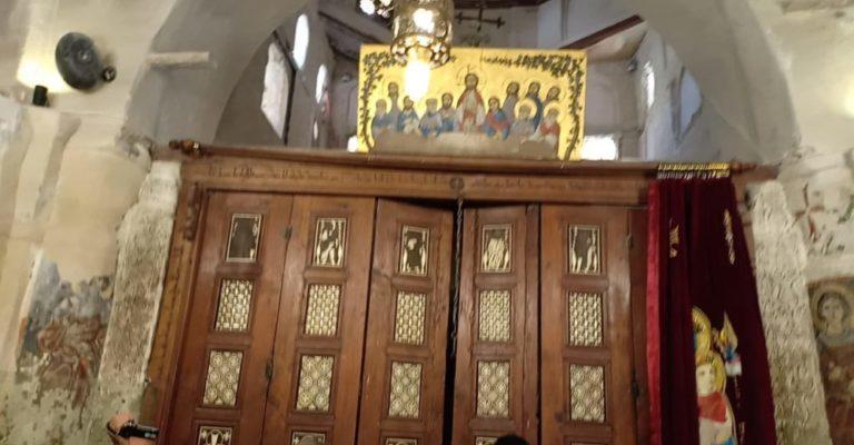 Italian pilgrims visit desert monasteries, hold Mass there
